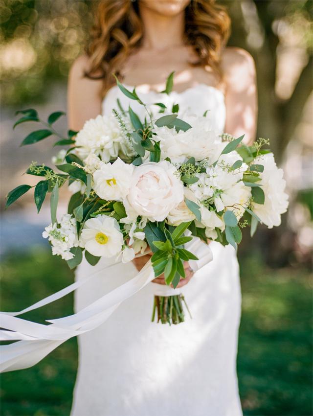 Organic neutral wedding bouquet