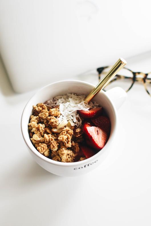 Vegan smoothie granola bowl
