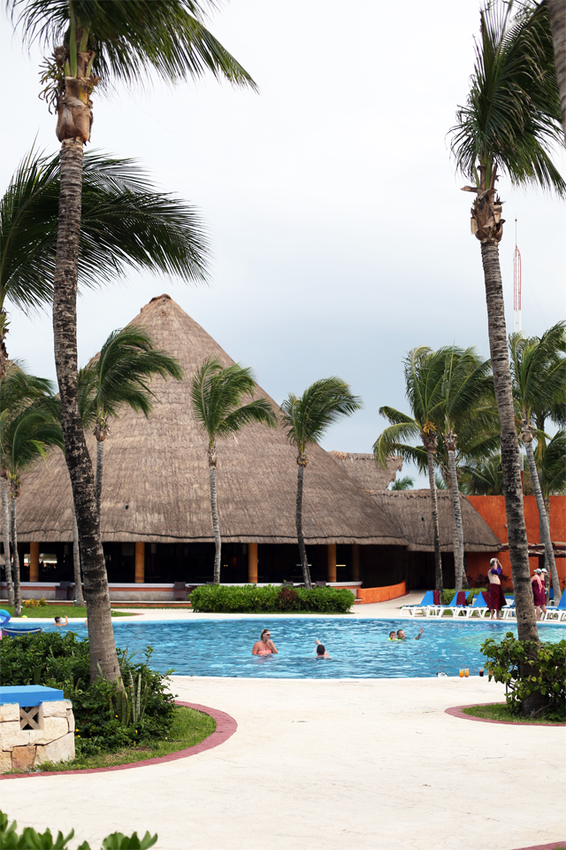 Barcelo Maya pool