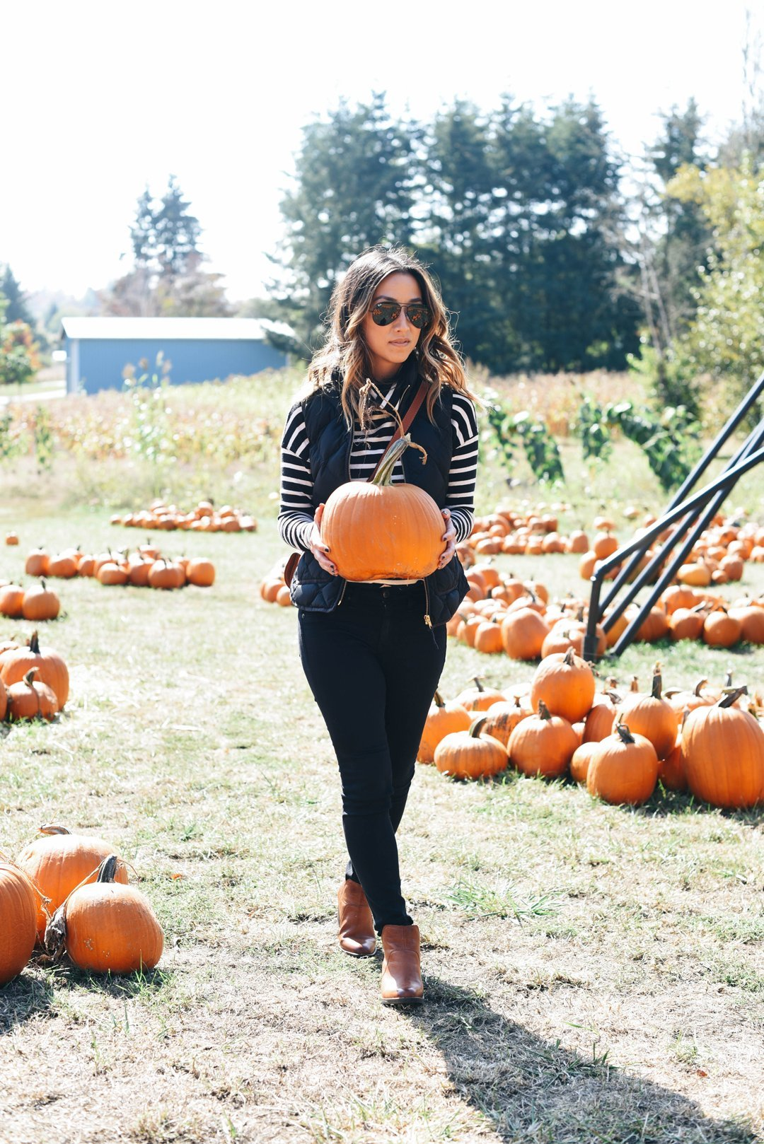 crystalin-marie-at-rysers-farm-pumpkin-patch