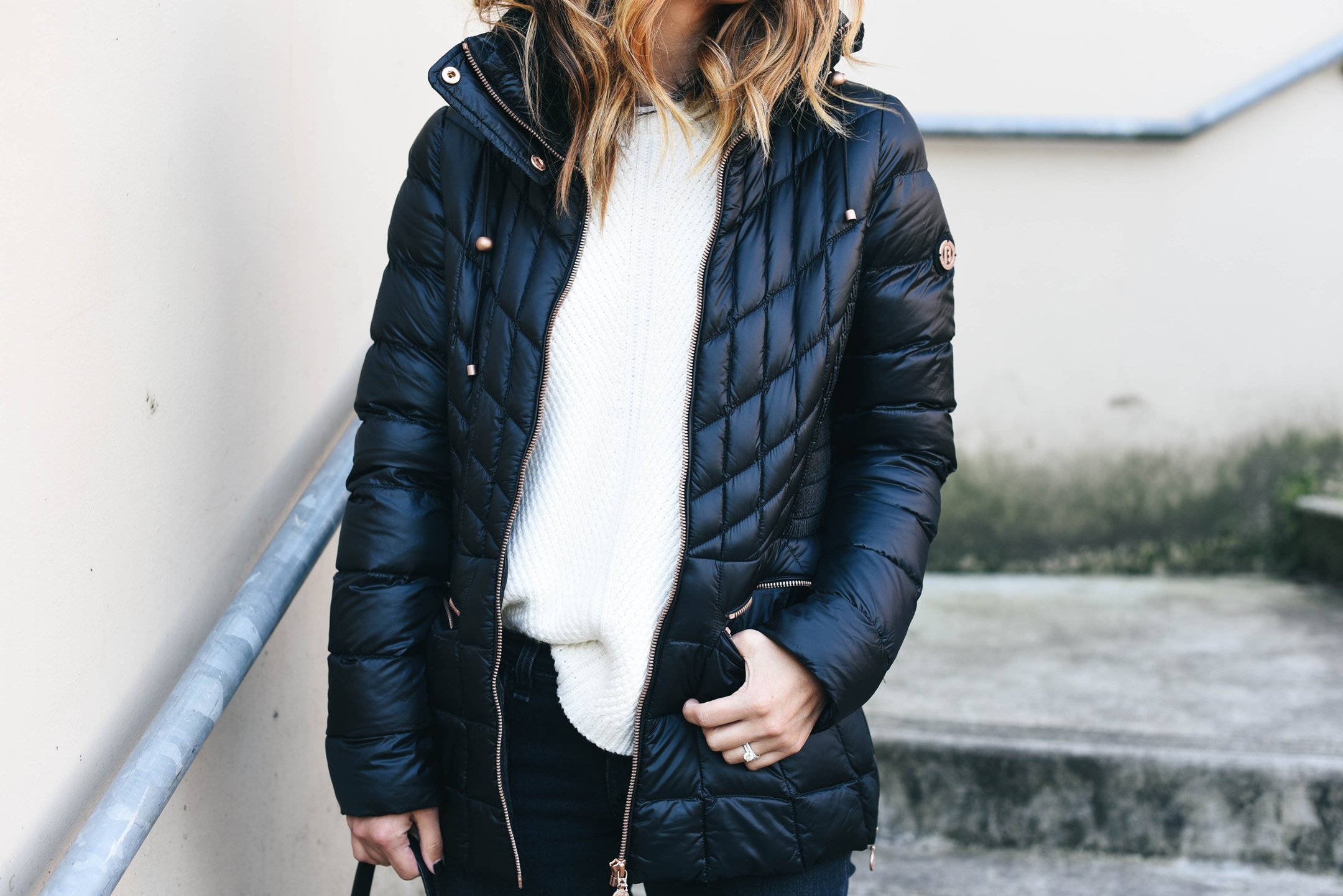 crystalin-marie-wearing-bernardo-black-packable-jacket-with-down-primaloft-fill