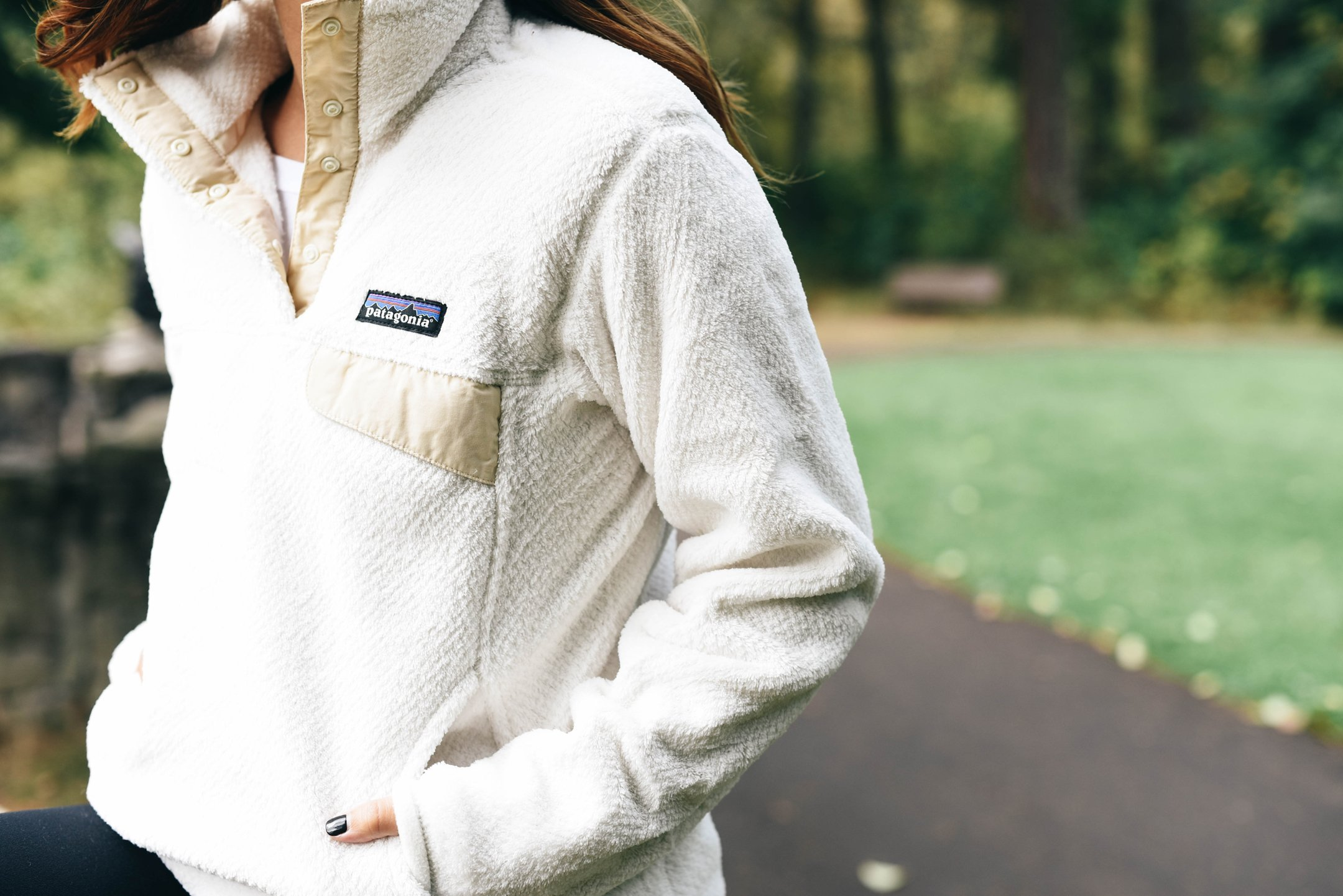 crystalin-marie-wearing-patagonia-re-tool-snap-pullover-in-raw-linen