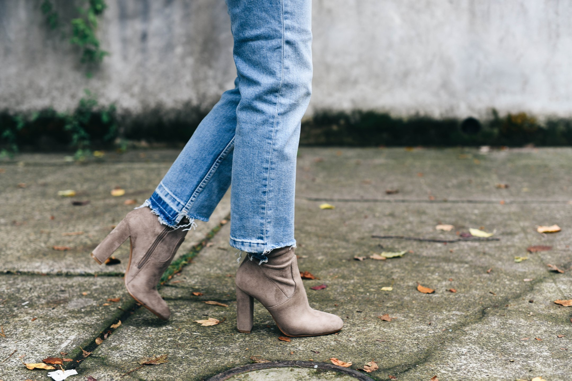 steve-madden-edit-booties-in-taupe