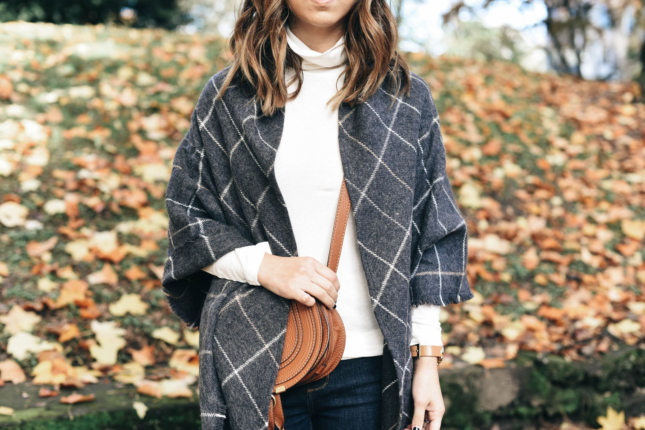 caslon-triangle-scarf
