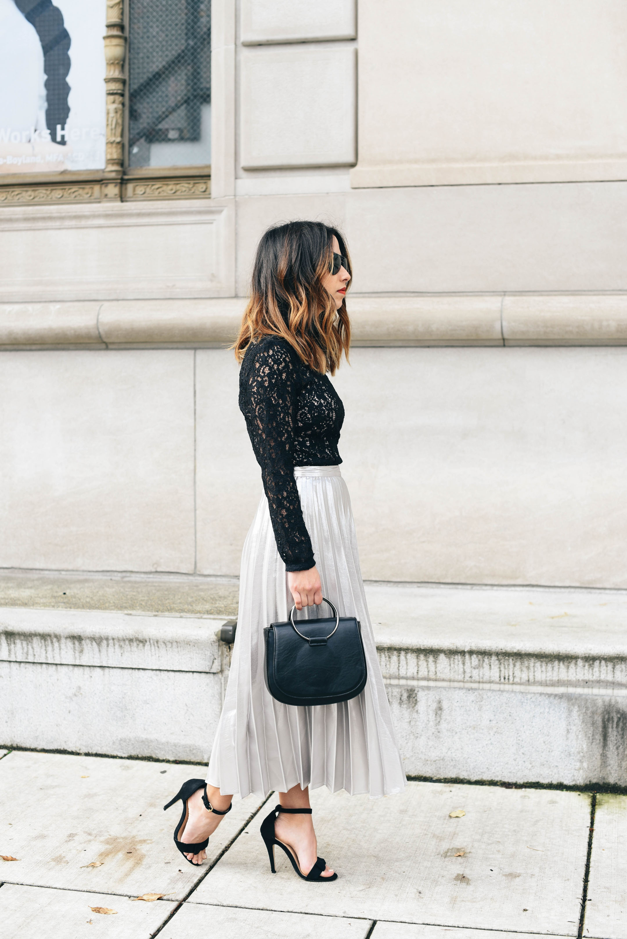 pleated-skirt-with-lace