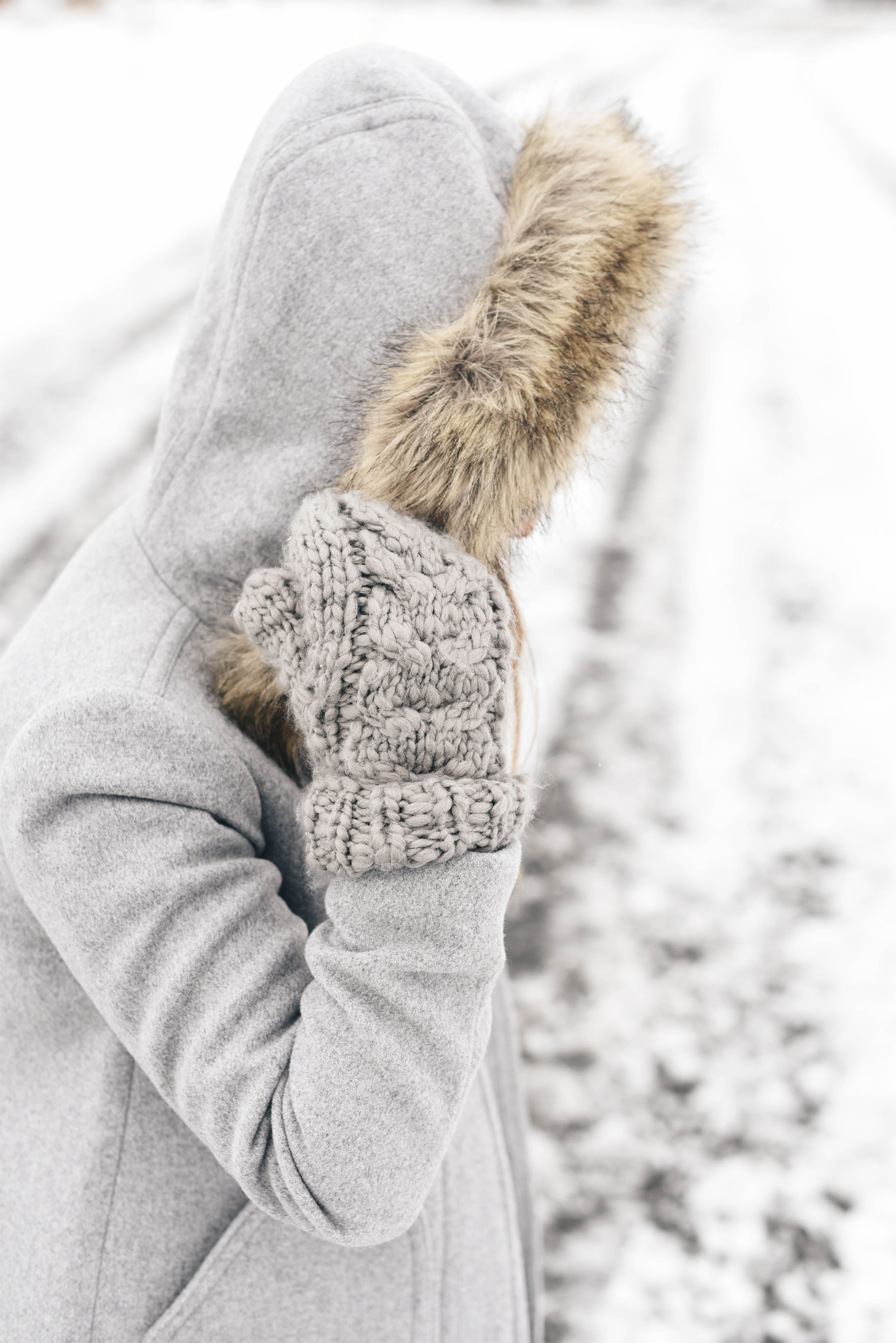 Abercrombie & Fitch gray knitted mittens