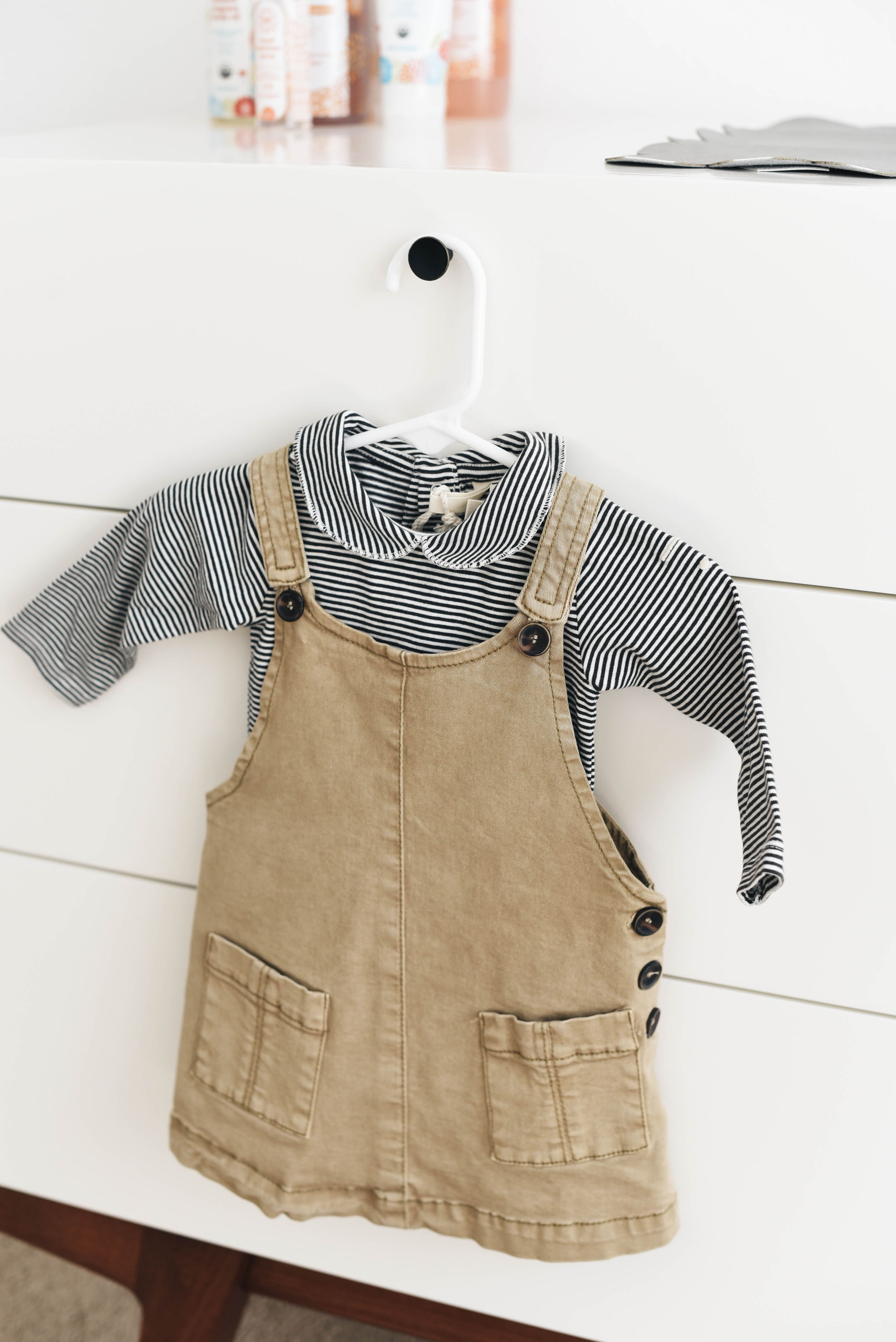 Neutral baby clothes for a girl