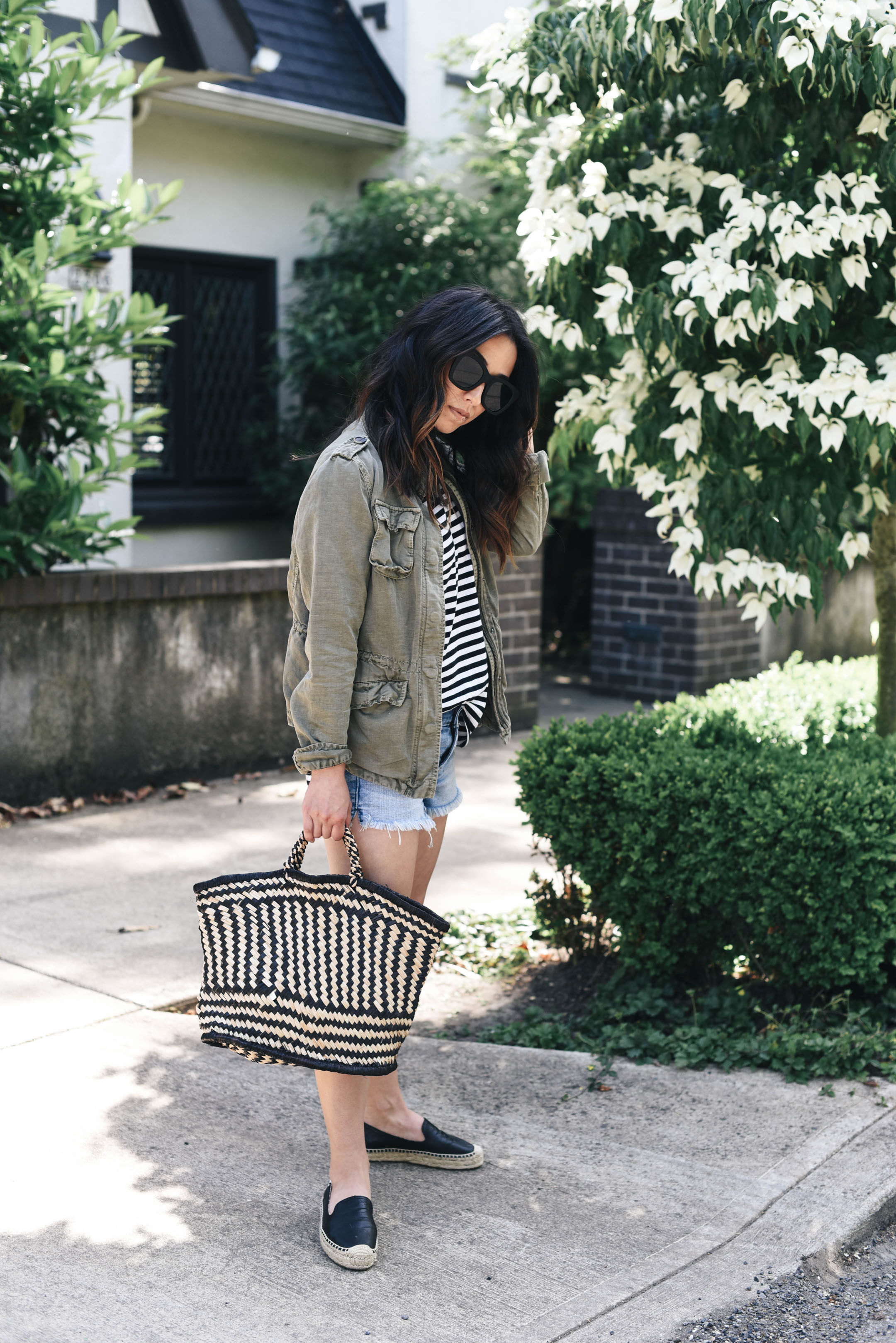 Utility jacket styed with shorts