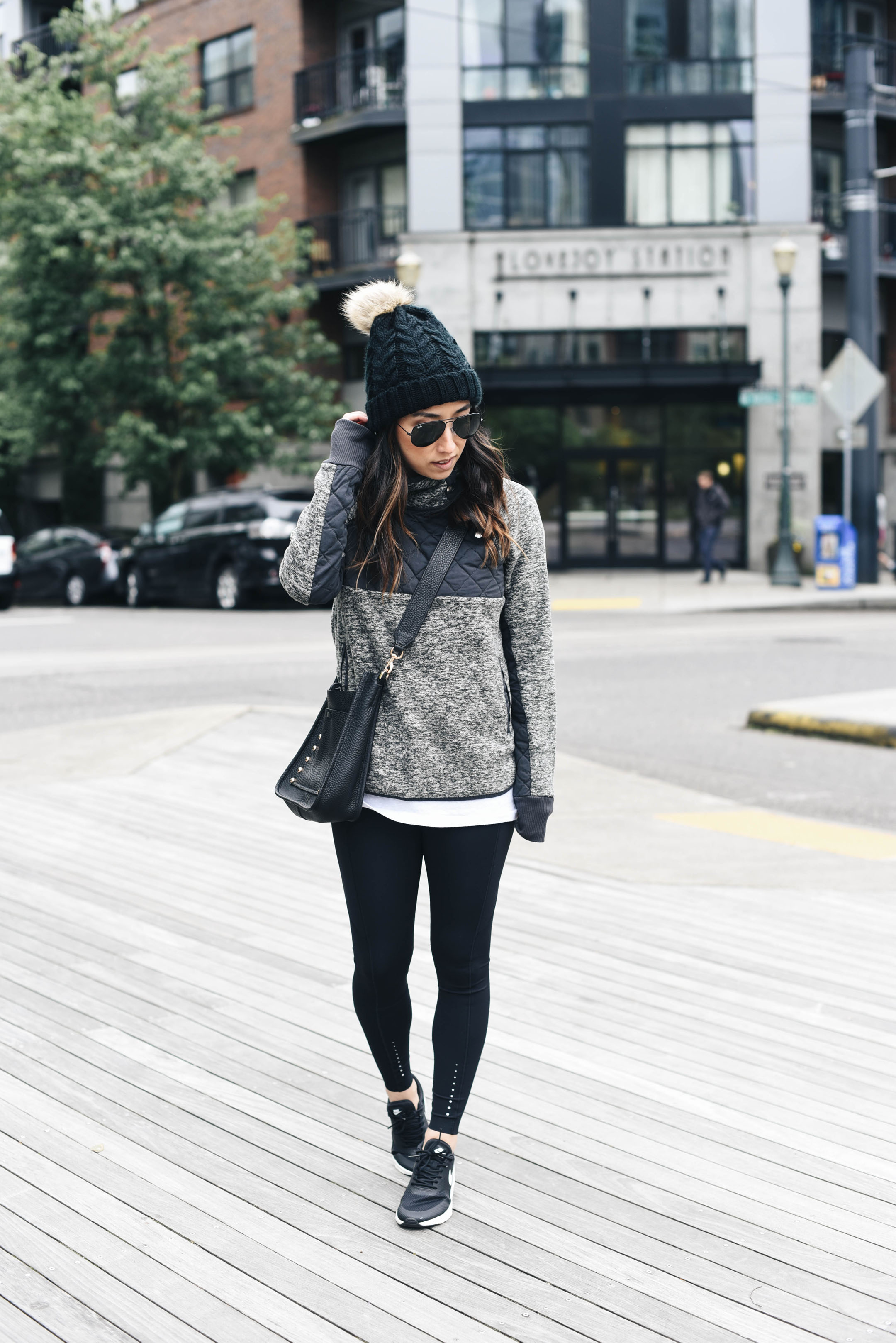 foto Tips on How to Wear Athleisure