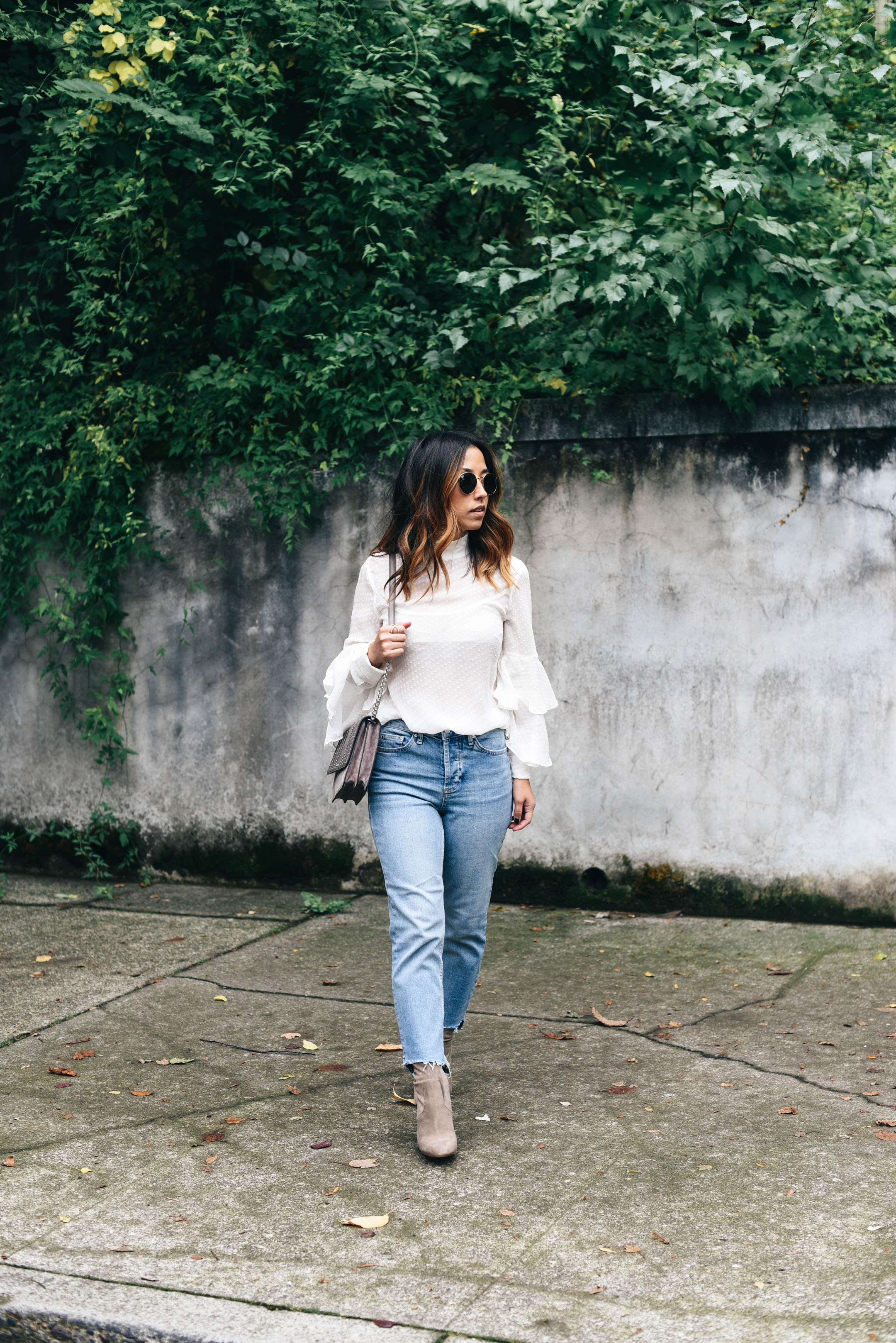 how to style high waisted jeans