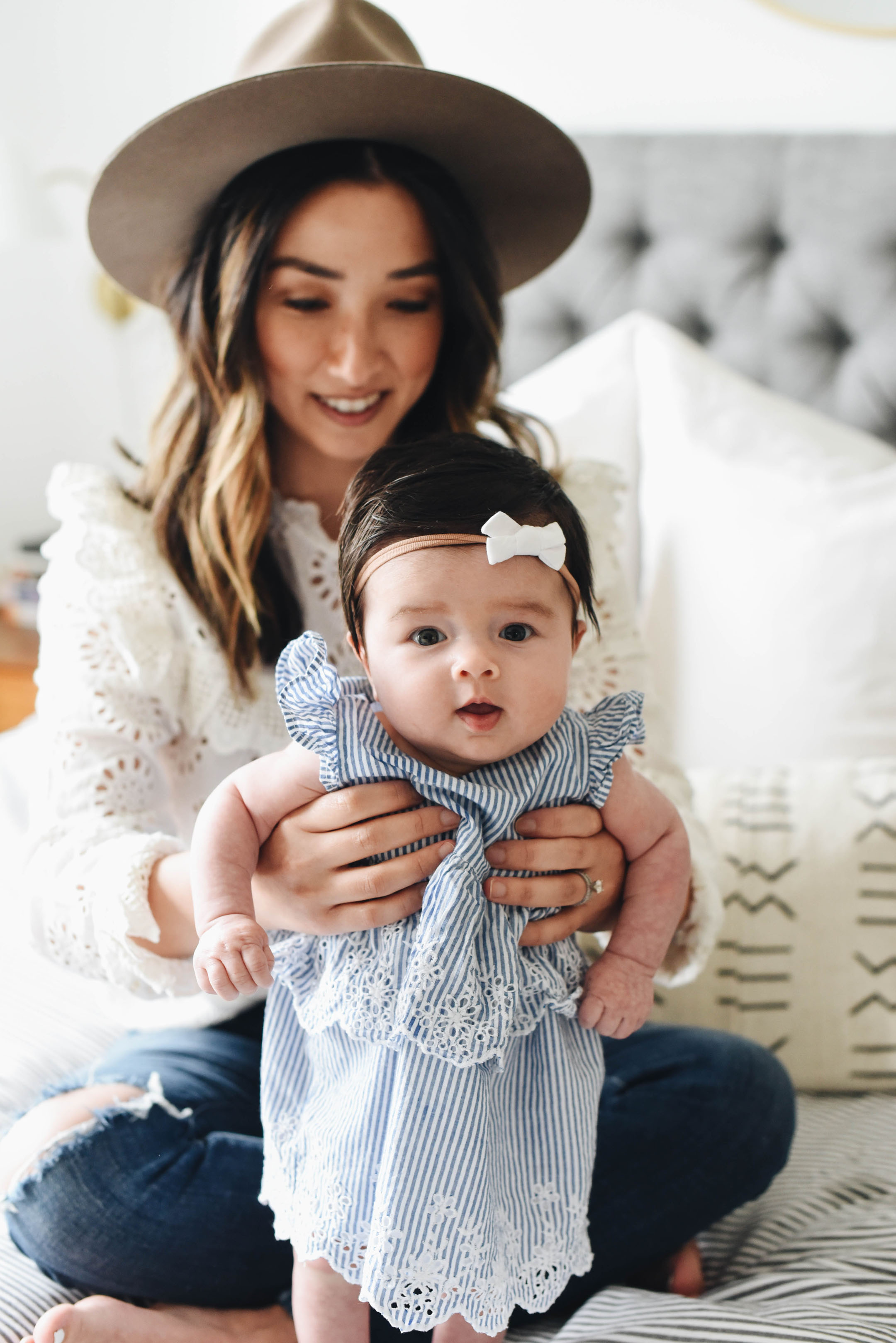 How to dress for mom and daughter photos