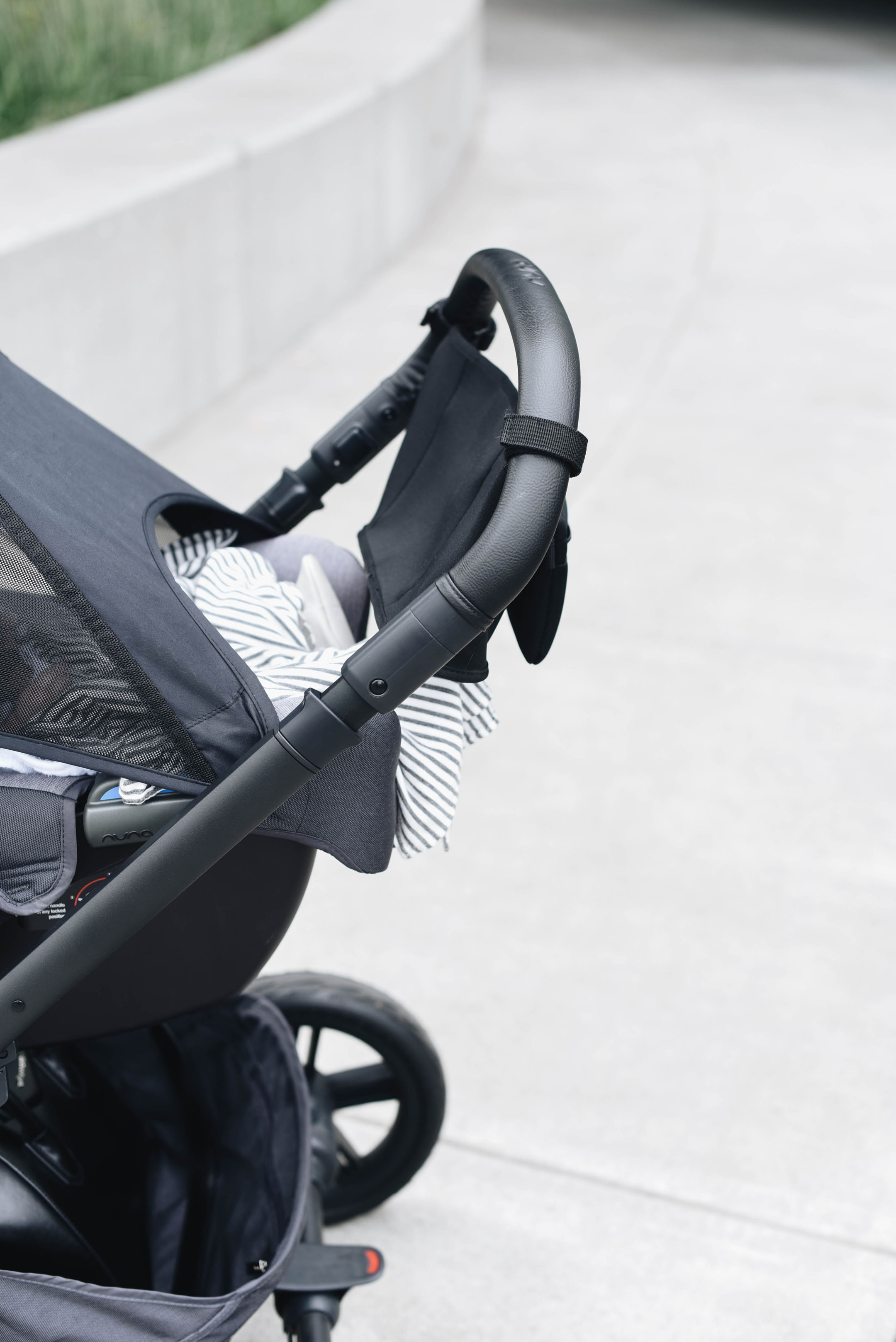 Nuna Mixx Stroller extendable handle