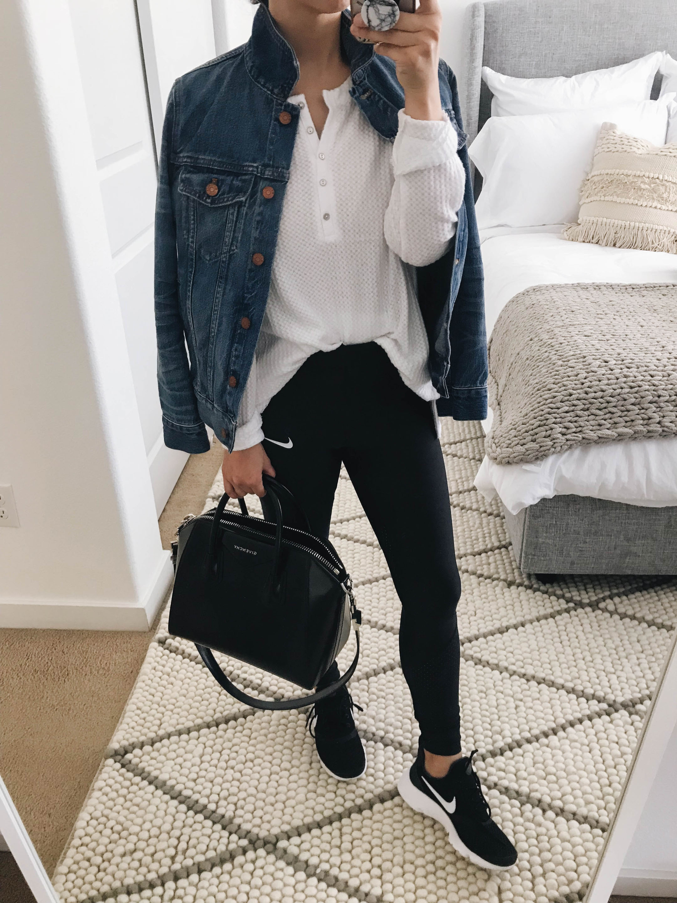 Mom athleisure outfits 1
