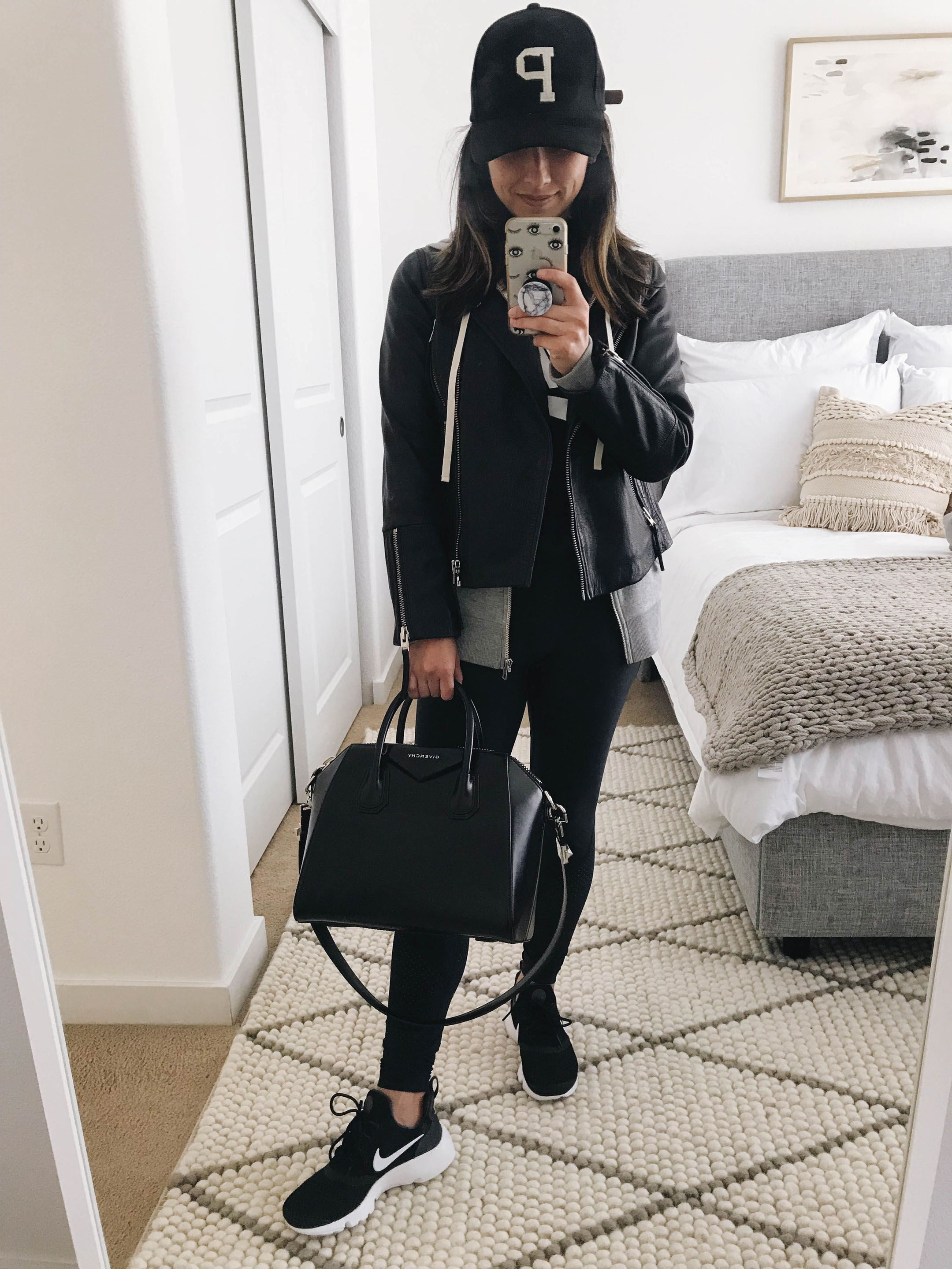 On the Go mom outfit ideas