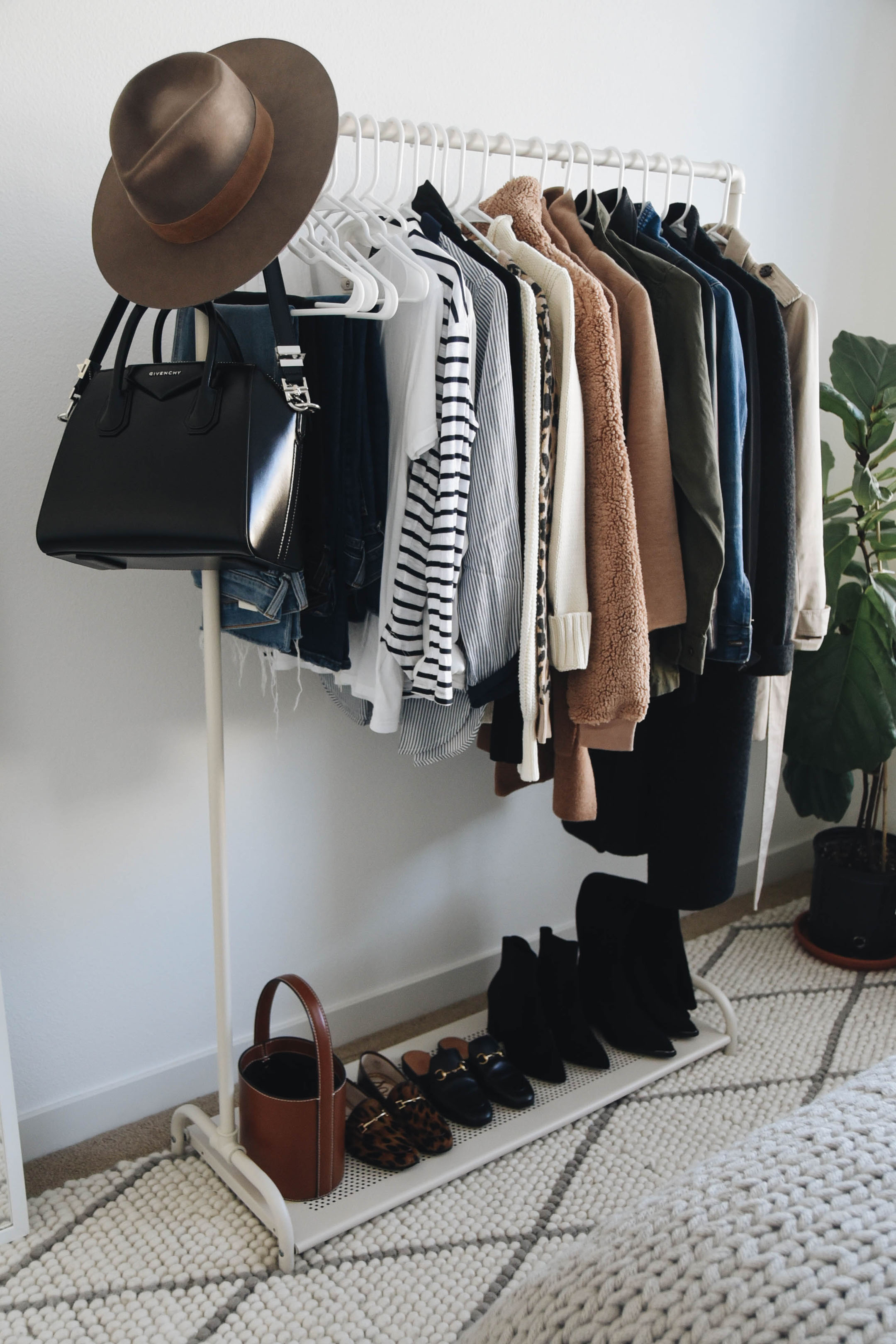 e6d541afb My Fall Wardrobe Challenge: Exact 37 Pieces I Will Be Using ...